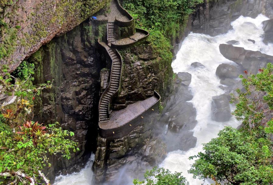 Os melhores destinos para viajar sozinho - Baños, Equador